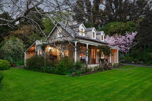 Mill Cottage - boutique accommodation and garden, Christchurch