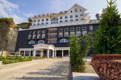Mell Hotel, Yomra