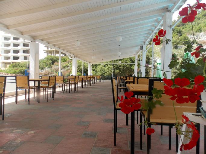 Hotel Dea, Sarandës
