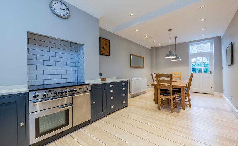 2 Bed Apartment near Kings Cross St Pancras FREE WIFI, London