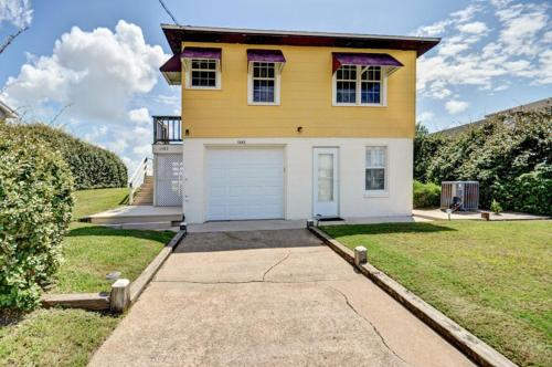 1382 South Fletcher, Nassau