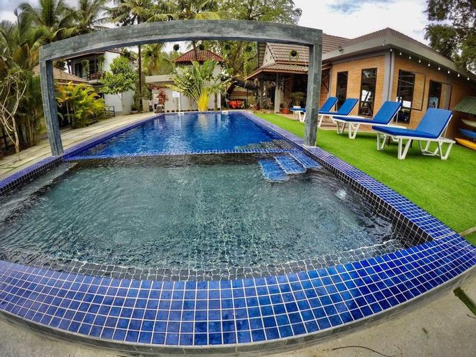 Salty River Resort, Kampong Bay