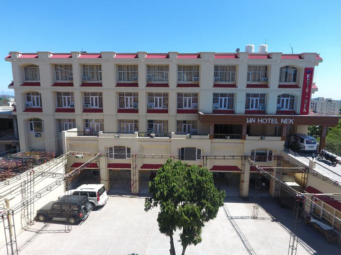 Hotel Nek, Reasi