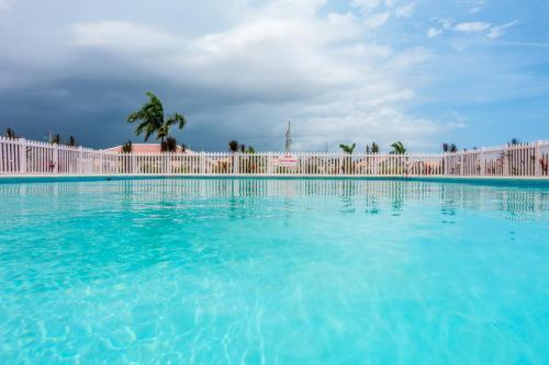Caymanas Estate Country Club Rental Management,