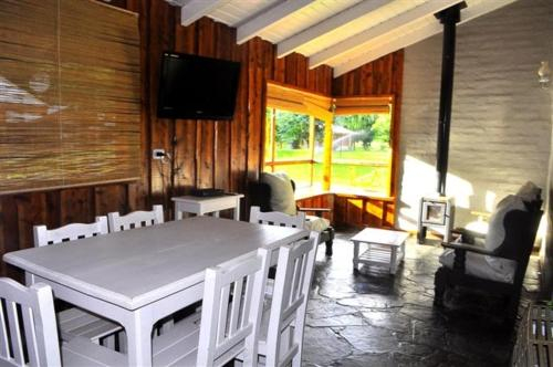 Cabanas y Hosteria Aldea Los Huemules, Cushamen