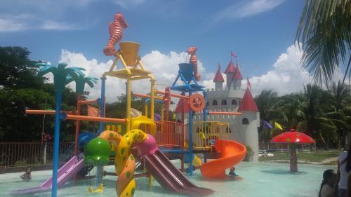 Gazebo Pools and Restaurant, Cabadbaran City