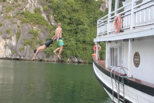 Ha Long Legend Boutique Cruise, Hạ Long