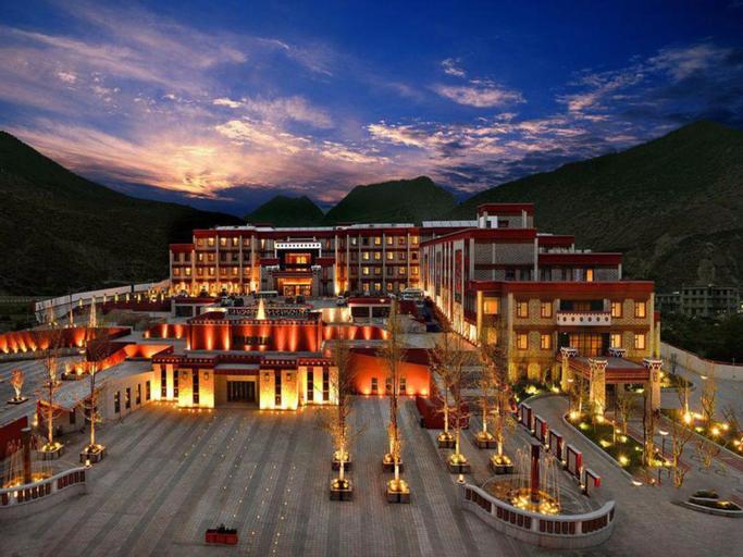Holyland Hotel, Garzê Tibetan