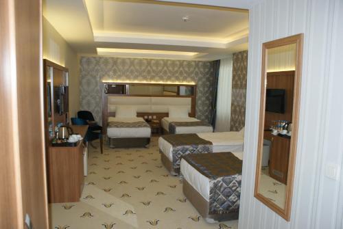 Carmine Otel, Balışeyh