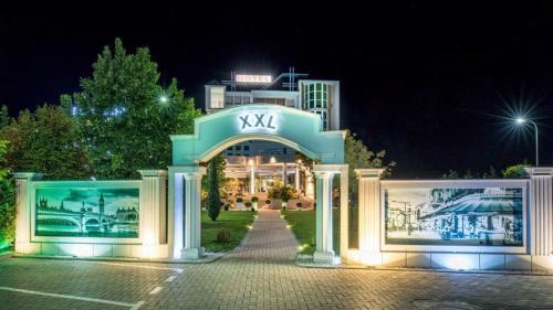 Hotel XXL, Uroševac