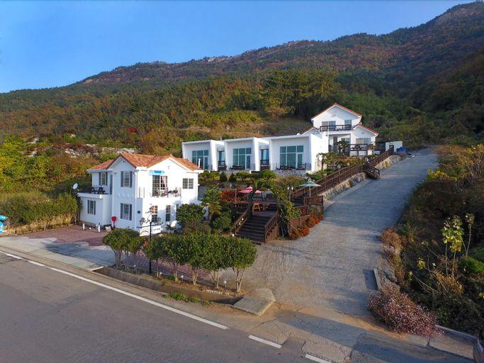 Namhae Bluemare Pension, Namhae