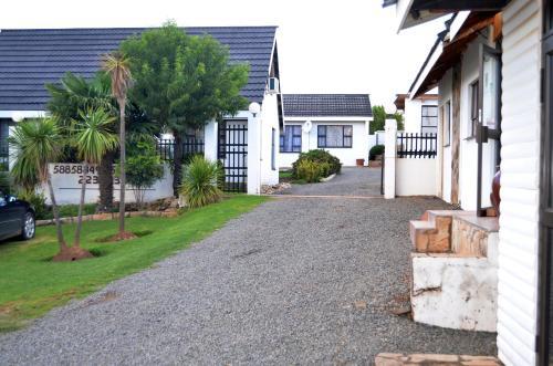 Phomolo Guest House,
