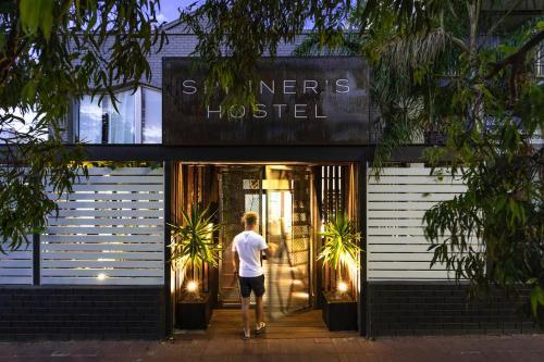 Spinners Hostel, Vincent