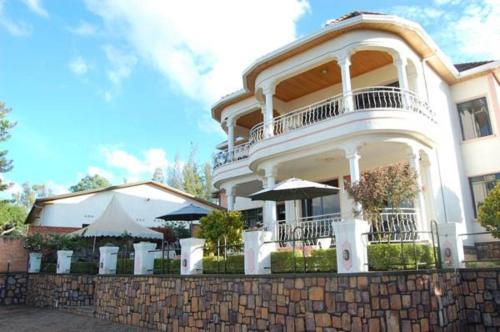 Step Town Hotel, Nyarugenge