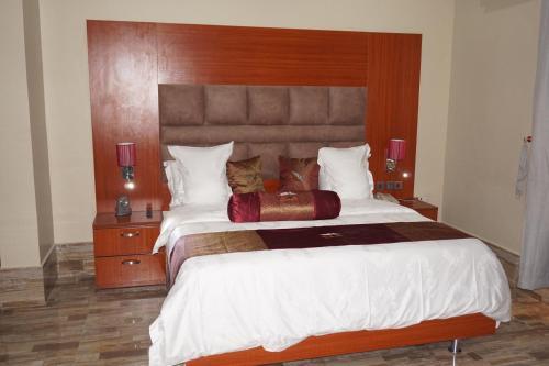 Aenon Suites Oshogbo, Olorunda