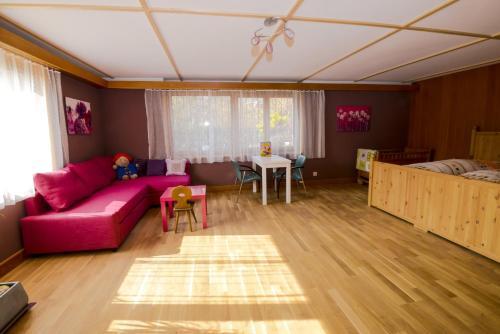 Purplehouse, Signau