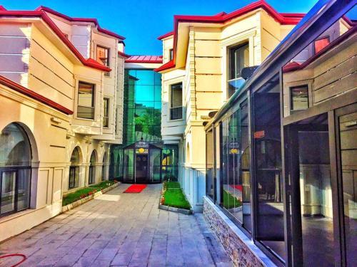 Kars-i Sirin Otel, Merkez