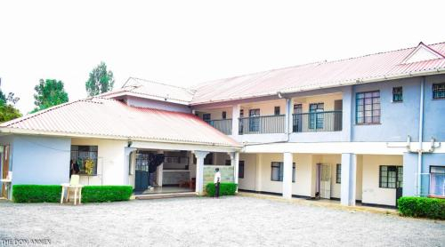The Don Hotel, Bondo