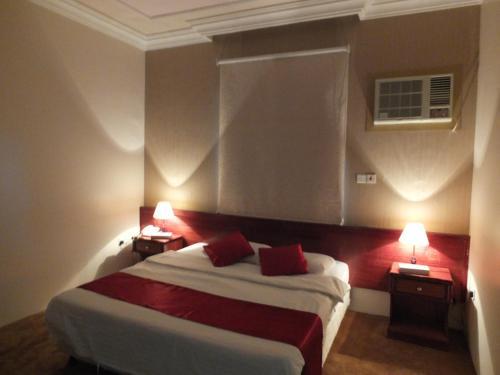 فندق ادوماتو Adomato Hotel,