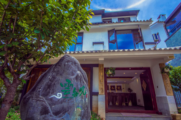 Loving Clouds Family Inn, Chuxiong Yi