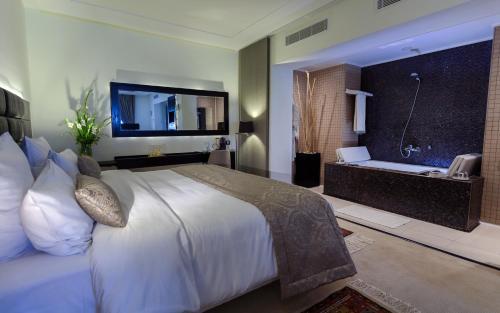 Business Hotel, Bab Bhar
