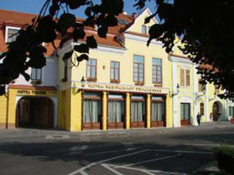 Hotel Traube, Medias