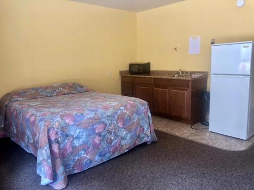 Pipestone Motel & RV Park, Division No. 11