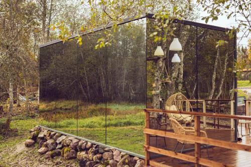 Riverbed inn OOD mirror house and Iglucraft sauna by river, Saarde