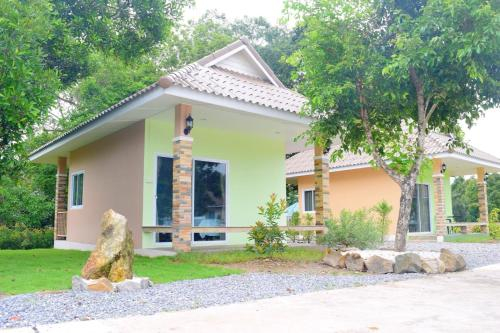 Khowbuysi View Resort, Tha Mai