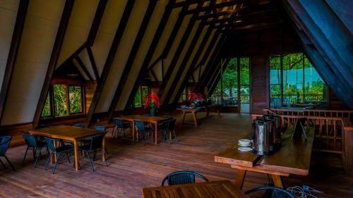 Telaga Warna Resort & Resto, Bogor