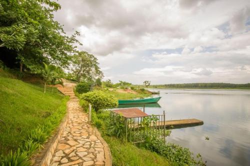 Tulina Riverside Treat, Buikwe