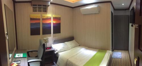 Forever Hotel, Nabas