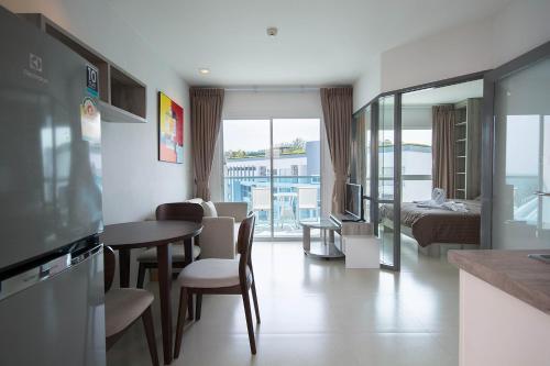 Grandblue Condominium 708, Klaeng