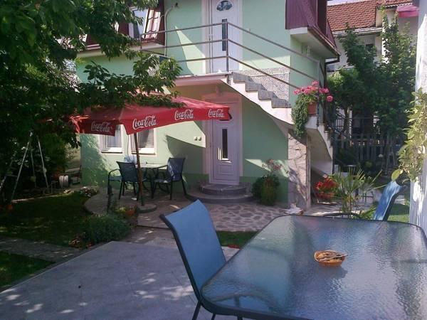 Viola Apartments,