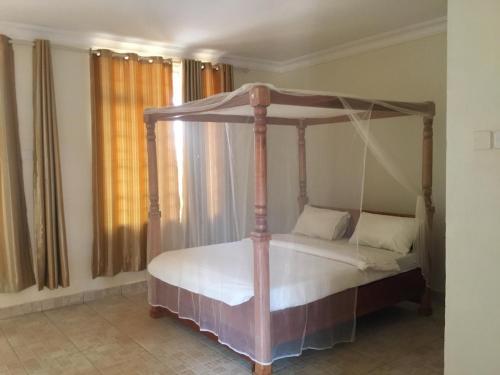 Motel Tuku Masindi, Buruli