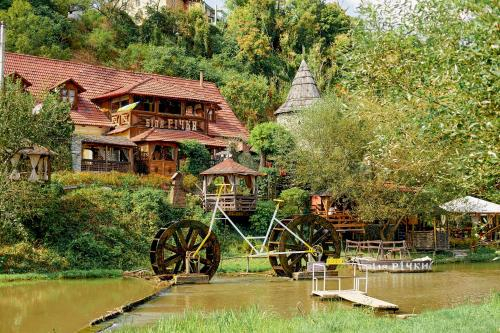 Bilya Richky Hotel, Kamianets'-Podil's'ka