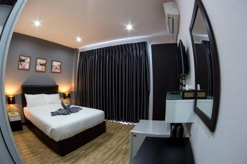 Wixky hotel, Sang Khom