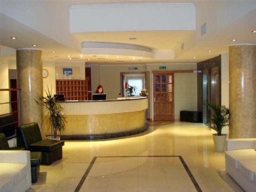 Hotel Cuatro Plazas, Caseros