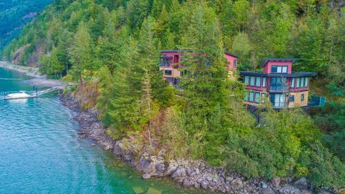 The Lodge on Harrison Lake, Fraser Valley