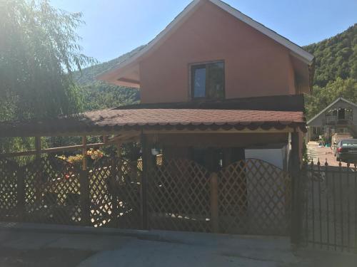 La Rita Acasa, Tulnici