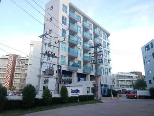 Grandblue Condominium 504, Klaeng