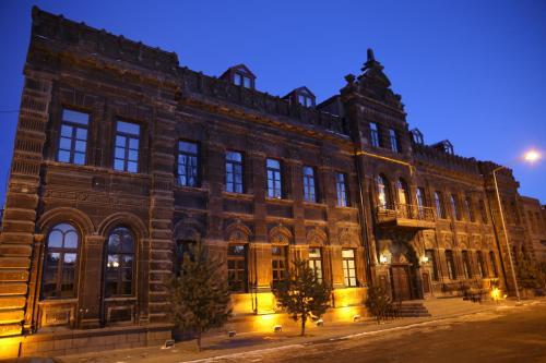 Cheltikov Hotel, Merkez