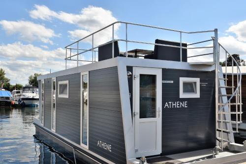 Cosy floating boatlodge Athene, Maastricht