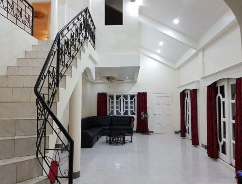 OMG Guest House room for 3, Samal City