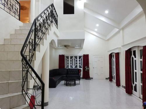 OMG Guest House Room for 4, Samal City