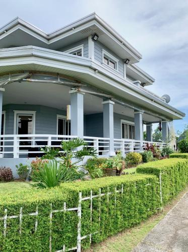Tagaytay house with full terrace, Tanauan City