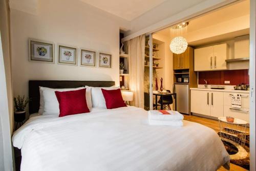 LVS 701B Exquisite 1BR Suite @ Acqua, Makati City