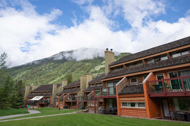 Panorama Vacation Retreat at Horsethief Lodge, East Kootenay
