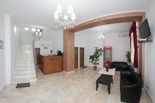 Hotel Rebis, Chiscani