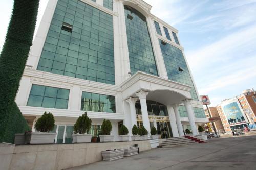 The City Walls Suit Hotel, Merkez